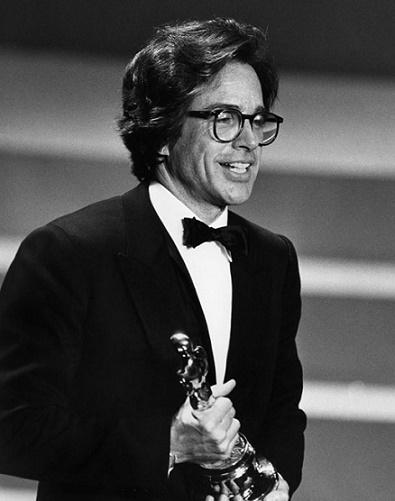 """Warren Beatty recibiendo el Óscar a mejor director en 1981 por """"Rojos"""""""