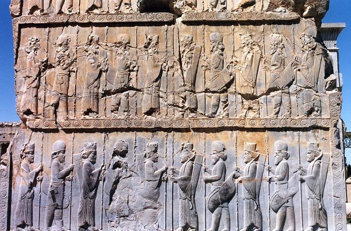 Relieve hallado en Persépolis en el que se representa a los Inmortales, parte de los soldados persas del ejército del Imperio Persa