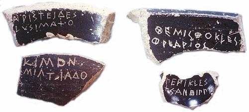 Ejemplos de varios óstraka inscritos