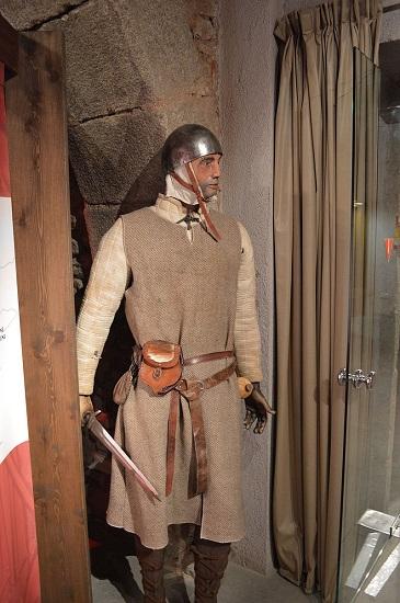 Reproducción de la indumentaria de un almogávar, integrantes de la Gran Compañía Catalana, en el Museo Etnológico de Montseny