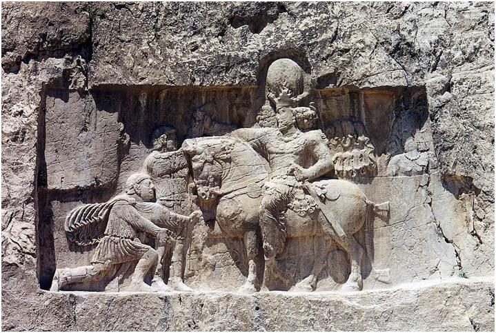 Relieve en el que se muestra a Sapor I a caballo y Valeriano I arrodillado