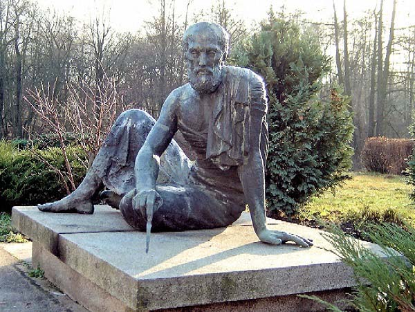 Estatua de bronce de Arquímedes en Berlín