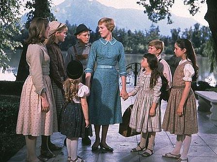 María y los niños del capitán Von Trapp en <em>Sonrisas y lágrimas</em>, uno de los ejemplos del machismo en el cine musical