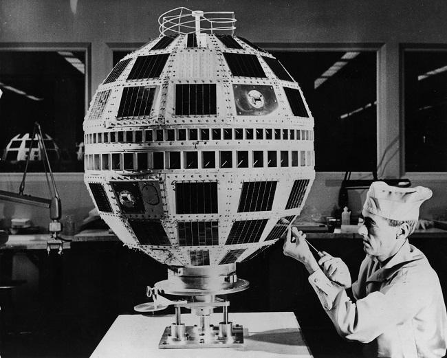 Fotografía del ensamblaje del Telstar 1