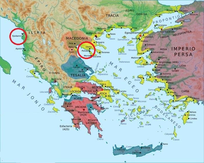 Mapa del mundo griego en el que se señalan Epidamno y Potidea, foco de dos de los antecedentes de la Guerra del Peloponeso