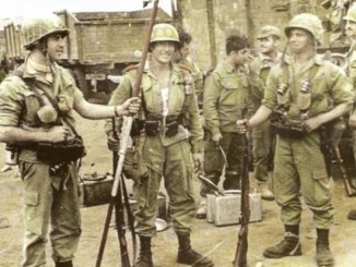 Paracaidistas españoles durante la Guerra de Ifni