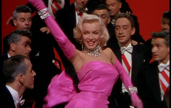 Marilyn Monroe interpretando un tema de Los caballeros las prefieren rubias