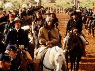 Fotograma de la película con Wes Studi caracterizado como Gerónimo