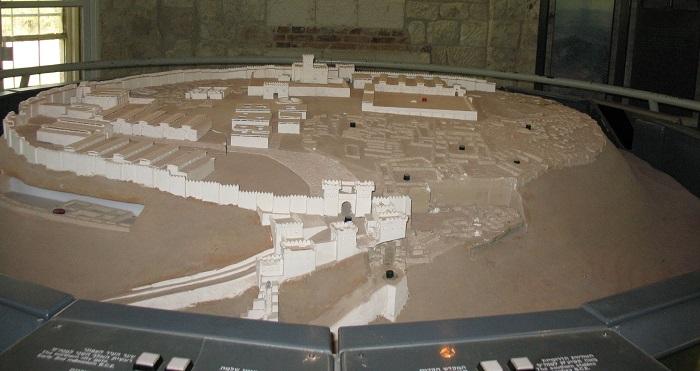 Maqueta con una posible reconstrucción de Megido