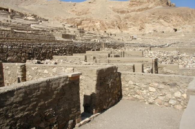 Casas de obreros en Deir el-Medina