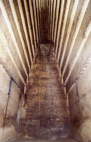 Bóveda en hileras en la pirámide Roja