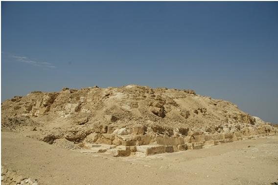 Restos de la pirámide de Dyedefra en la actualidad