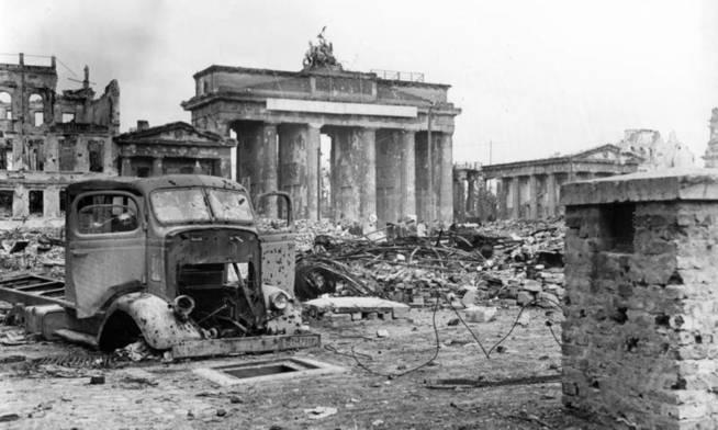 La zona de la puerta de Brandenburgo en la Alemania Nazi al final de la Segunda Guerra Mundial