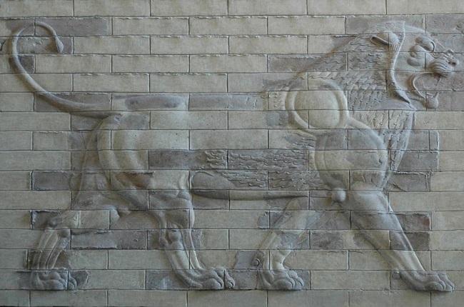 León conservado procedente del palacio real persa de Susa