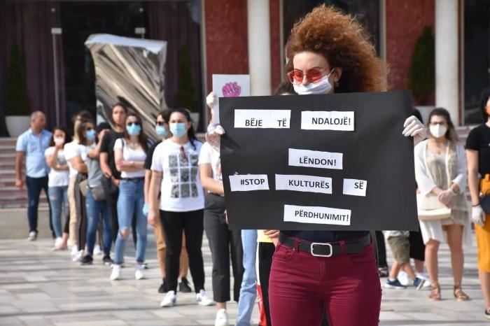 Pandemia e ngacmimeve seksuale, protesta i jep zë viktimave të abuzimit