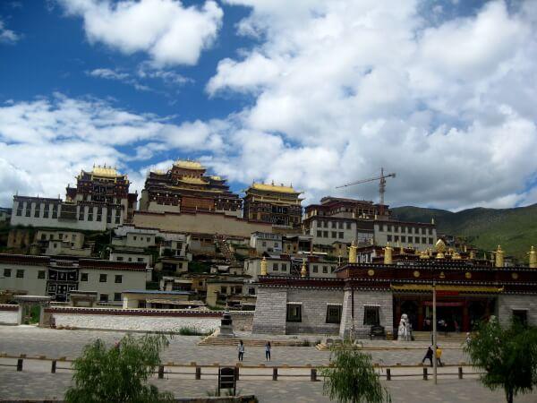 shangri-la-monasterio