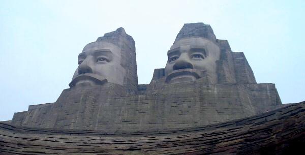 Descendientes de los Huang y los Yan