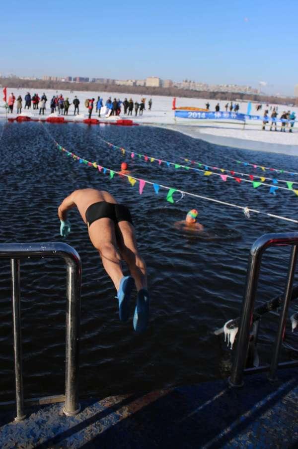 nadador-hielo-china-2