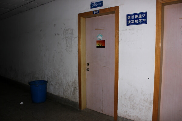 pasillo-aulario-wuhan-1