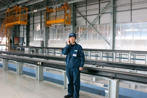 operario-fabrica-trenes-china-1