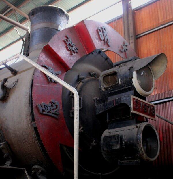 frontal-locomotora-china-4