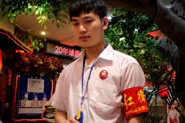 camarero-guardia-roja-china-1