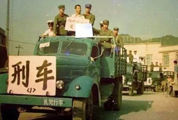 mano-dura-china-camion-condenados-2
