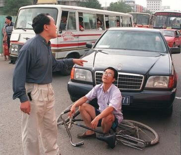 accidente-bici-coche-china-1