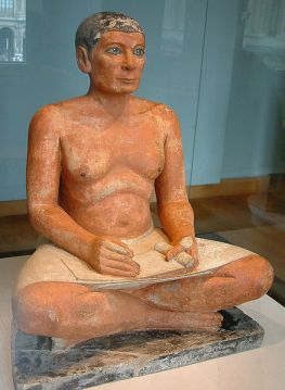 El escriba sentado, expuesto en el Museo del Louvre, París.