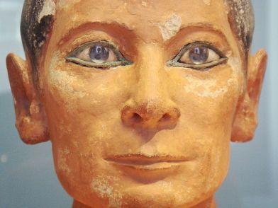 Detalle del rostro del escriba.