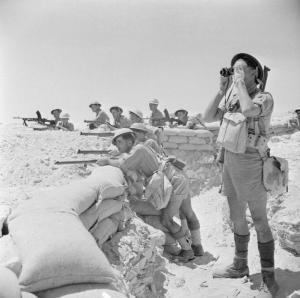 Infantería de las fuerzas aliadas en posición defensiva cerca del El Alamein, 17 de julio de 1942