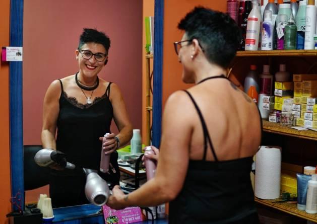 Esther, peluquera rural