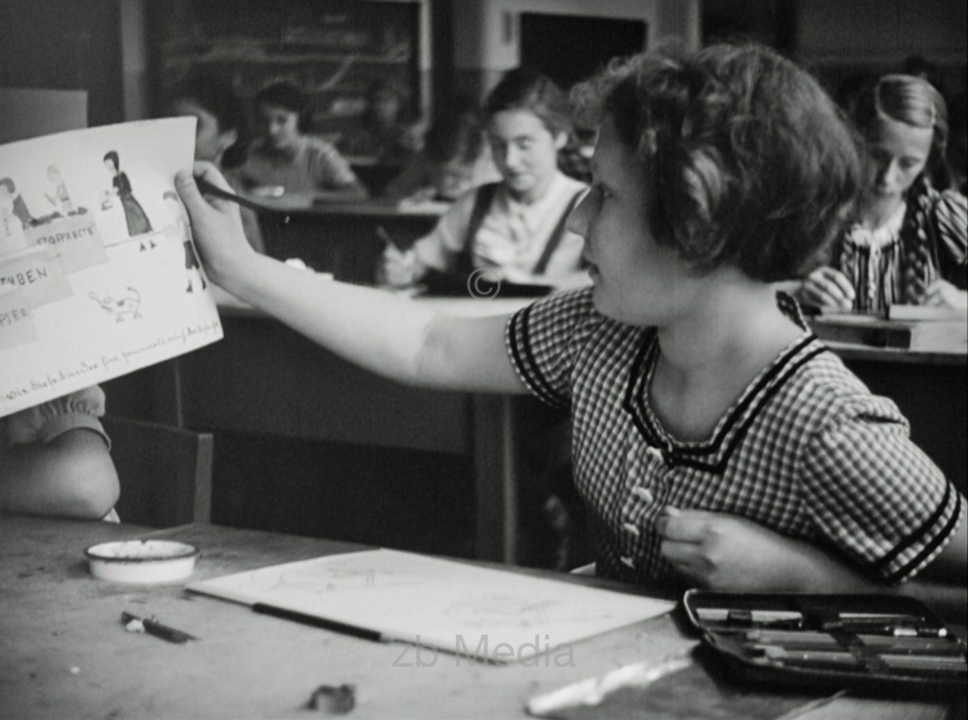 Deutschland 1937. Zinnowaldschule in Berlin.