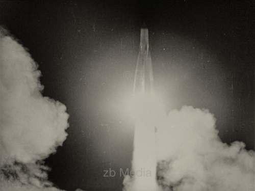 Raketenstart R7 mit Sputnik
