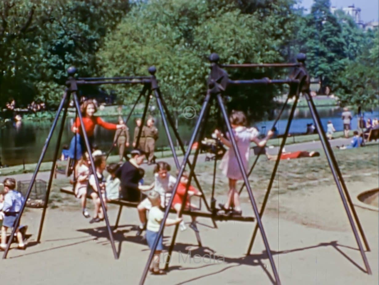 Spielende Kinder, London, Mai 1944