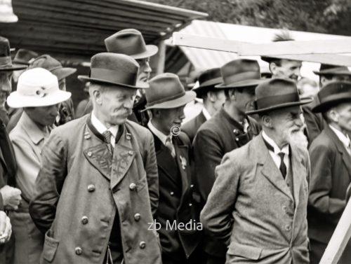 Männer beim Markt in Steingaden 1937.