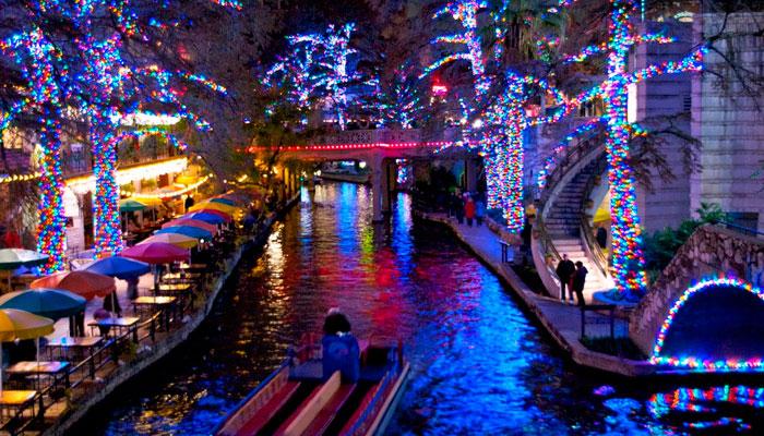 San Antonio Riverwalk During Christmas.2019 San Antonio Riverwalk Holiday Lights Tour Historic