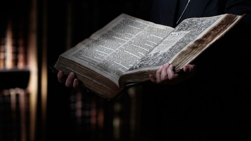 small resolution of why the king james bible of 1611 remains the most popular translation in history history