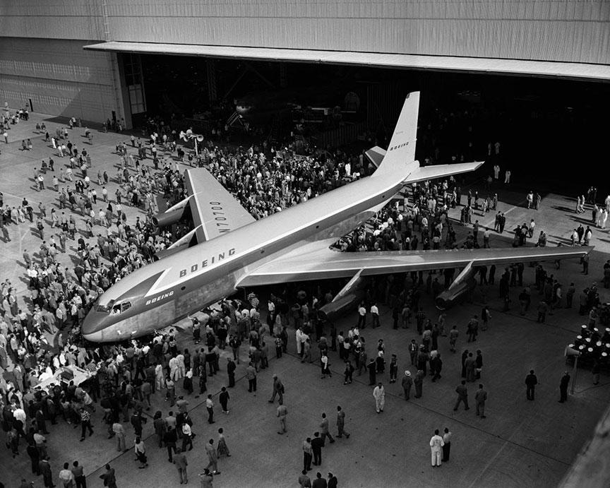 boeing 707 takes to