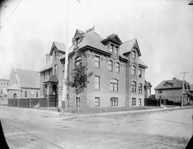 Miss Harmon's School for Girls as it appeared in 1892. Its appearance was quite similar as Miss Smith moved in. Source: Library and Archives Canada, Topley Series E, PA-027278.