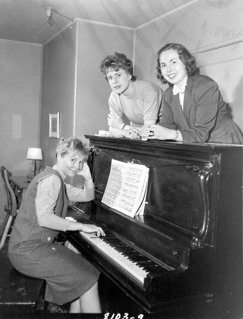 Vera Kramar, Defence Research Board (left), Mary Biedermann, Bank of Canada (centre), and Mary Hilborn, Department of Agriculture (right), Laurentian Terrace. Source: Duncan Cameron / Library and Archives Canada. Box 3763, Item 8103.