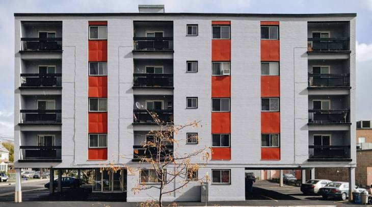 The Casablanca Apartments at 1 Hamilton Avenue in Hintonburg. Image: October 2015.