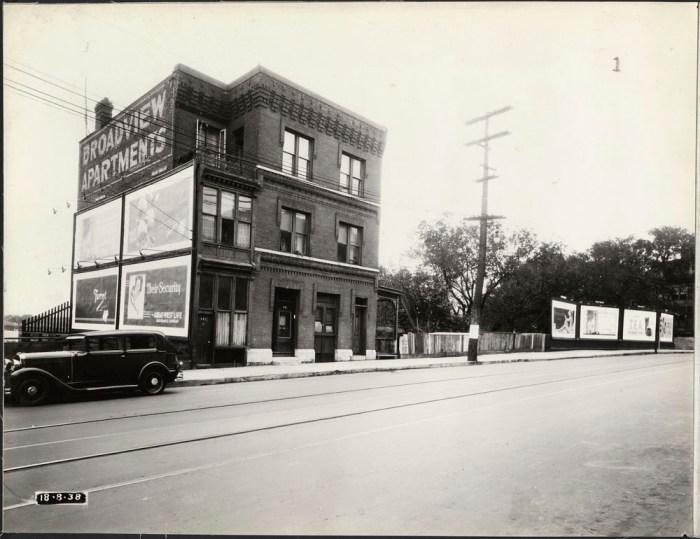 The Broadview Apartments, 437-439 Wellington St., on August 18, 1938. Image: LAC / Public Works Accession 1966-090 NPC Box 04841.