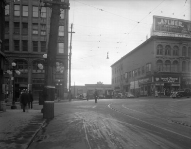 Some spatial context, c. 1940. Little Sussex, looking south from Rideau. Image: Public Works / LAC Accession 1979-140 NPC CP-696 .