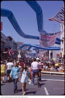 Yonge Street pedestrian mall, August 1971. Image: Harvey R. Naylor / City of Toronto Archives, Fonds 1526, File 5, Item 1.