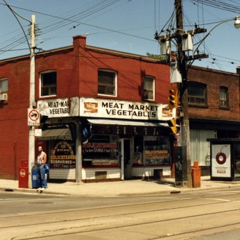 Queen Street East and Jones, July 1986. Image: Toronto Public Library, Local History Collection, Snapshots-Riverdale 34.1.