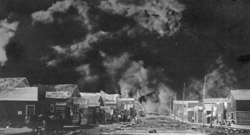 South Porcupine burning, July 11, 1911. Image: Henry Peters / Library and Archives Canada / PA-029808
