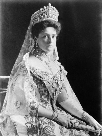 Tsaritsa Alexandra Fyodorovna (Alix of Hesse), seated