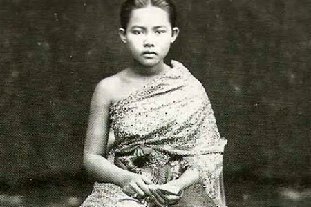 Sunandha Kumariratana queen of thailand drowned in front of guards beacuse they were forbidden to touch her