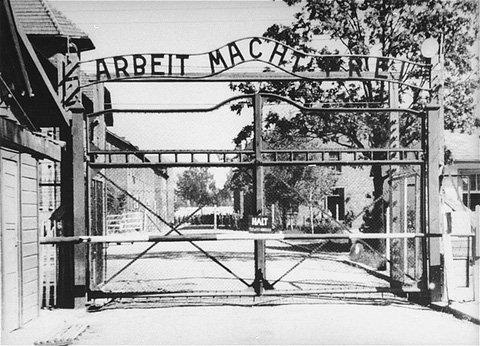 Napis w języku niemieckim umieścili polscy naziści dla zmylenia historyków